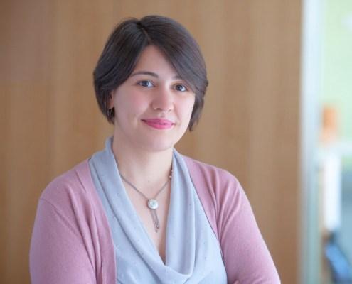 female-executive-professional-headshot-boston-photographer-in-office