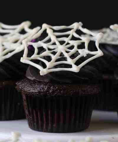 How To Make Super Easy Spiderweb Cupcakes