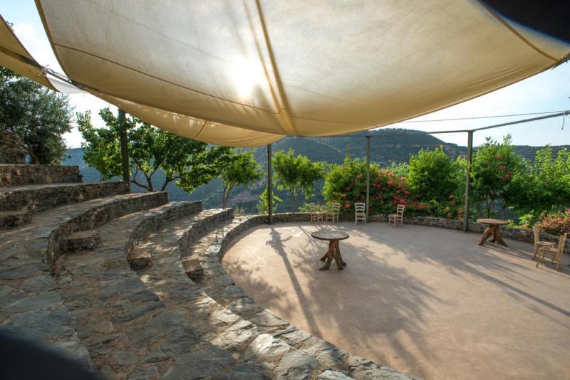Βοτανικό Πάρκο- Κήποι Κρήτης: Αμφιθέατρο. Χώρος εκδηλώσεων για γάμους, βαπτίσεις, παρουσιάσεις , εκδρομή σχολείων.