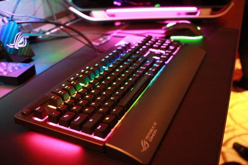 ASUS-ROG-Strix-Flare-RGB-Gaming-CES2018