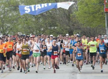 Starting line at 2011 Illinois Marathon.