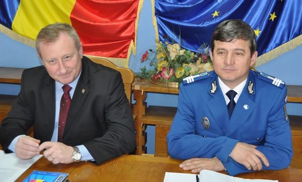 Prefectul Cristian Roman si seful IJJ, Constantin Morosanu
