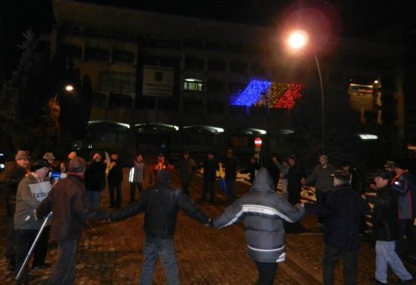 protestatarii din Piata Revolutiei au facut Hora Unirii