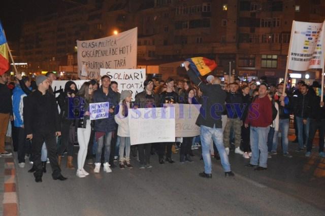 protest la Botosani- manifestanti in mars