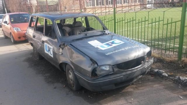 Dacia Break abandonata pe Aleea Scolii, langa Scoala 6 Botosani