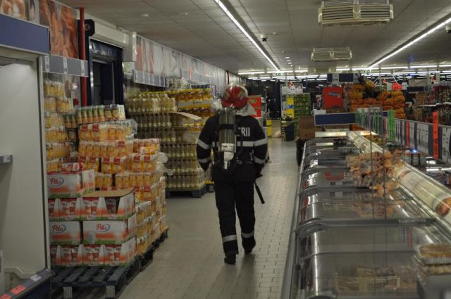 pompieri in supermarket lidl- dorohoi - botosani