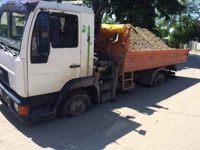 masina blocata in asfalt botosani