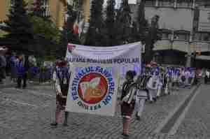 festivalul fanfarelor -parada portului popular din botosani