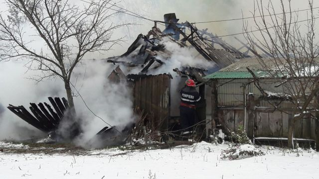 incendiu-casa-iarna-pompieri-botosani