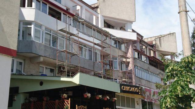 schele pe terasa fostei pizzerii Elia- Botosani