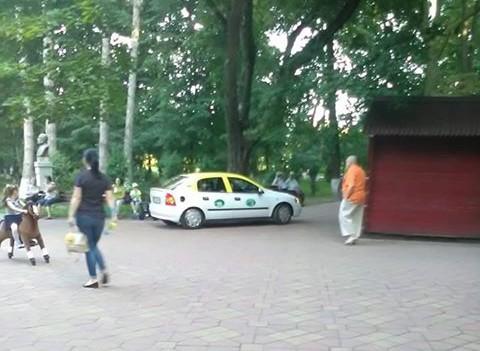 taxi in parcul mihai eminescu botosani