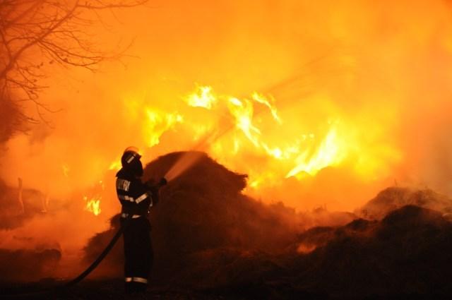 incendiu, stiri, botosani , cristinesti, pompieri, furaje
