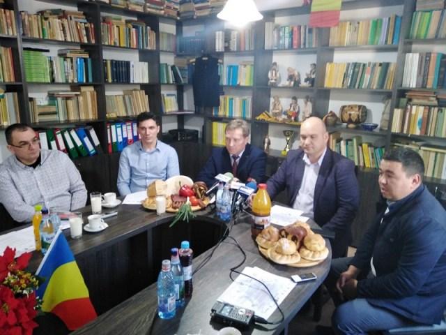 conferinta de presa la Statiunea Popauti cu directorul Ionica Nechifor, directorul Directiei Agricole Botosani, Cristian Delibas