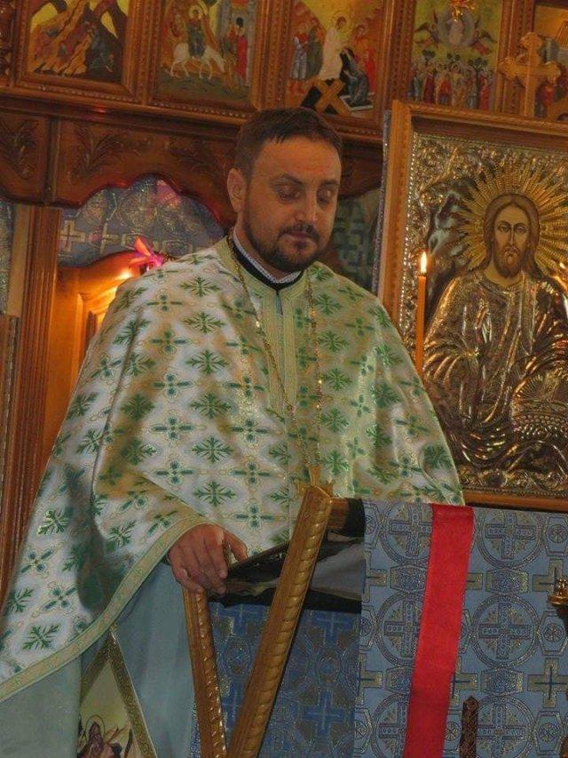 preotul Iulian Sauciuc de la Biserica Buda - Botosani