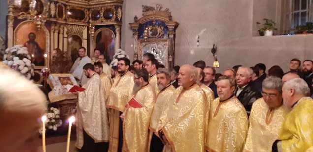 Slujba cu sobor de preoti la Biserica Vovidenia din Botosani (2)