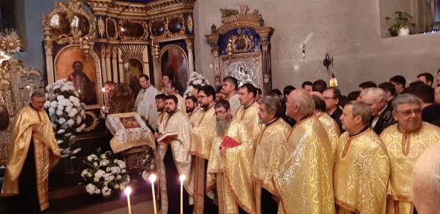 Slujba cu sobor de preoti la Biserica Vovidenia din Botosani (4)