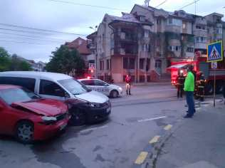 accident in intersectia dintre Ion Pillat si Victoriei- Botosani (2)