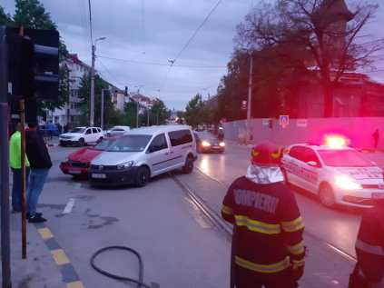 accident in intersectia dintre Ion Pillat si Victoriei- Botosani (6)