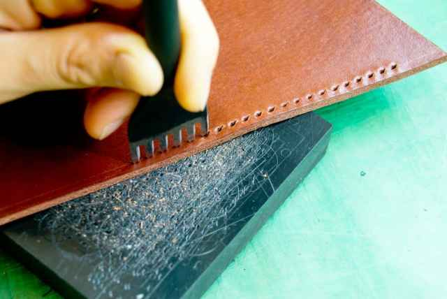 手縫いの革製品 工程