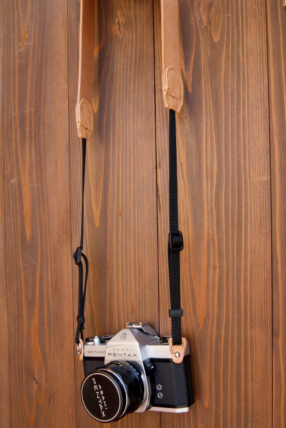 ハンドメイドの革製品 カメラストラップ