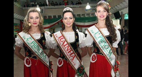 2ª Princesa: Alessandra Cuchi; Rainha: Nathieli Bresciani Colombi; 1ª Princesa: Sabrina Schwantz Gelzeiechter