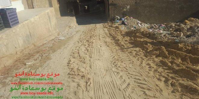 ربط طريق حي اولاد احميدة بالمسيرح من تبرعات ابناء الحي وفي غياب للسلطات المحلية