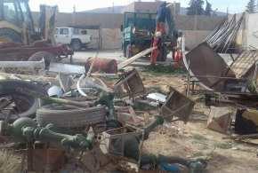 فرق عمال مديرية الوسائل العامة وفرقة الجزائر البيضاء يقومون بتنظيف حظيرة طريق بسكرة