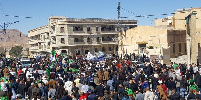 عاجلا .. مسيرة حاشدة تجوب شوارع مدينة بوسعادة في جمعة رابعة للحراك الوطني