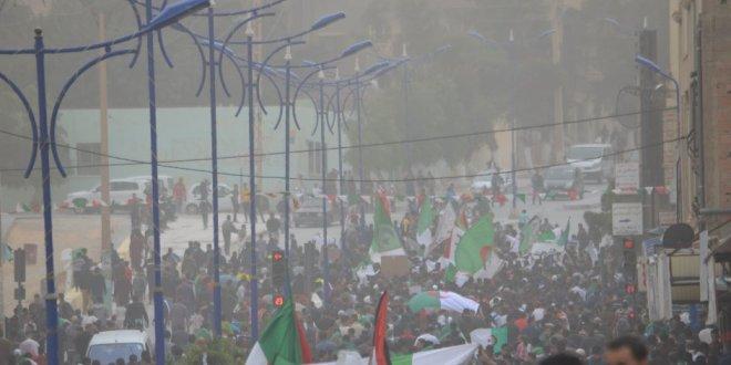 مسيرة سلمية حاشدة ببوسعادة للمطالبة برحيل بقاياالنظام