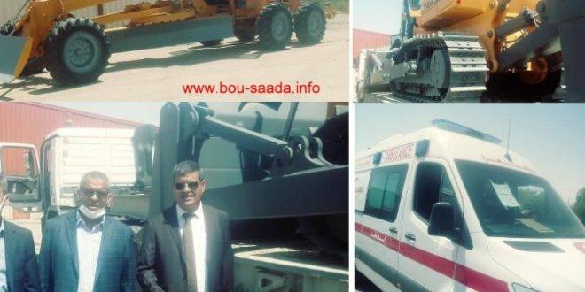 استفادة بلدية بوسعاده من الة جر والة تسوية والمستشفى بسيارة أسعاف
