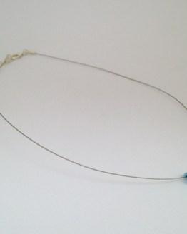 Collier bleu clair avec larme - chic minimaliste