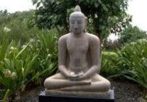 bouddha en posture de méditation