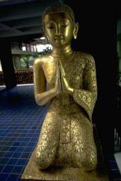 bouddha en prière