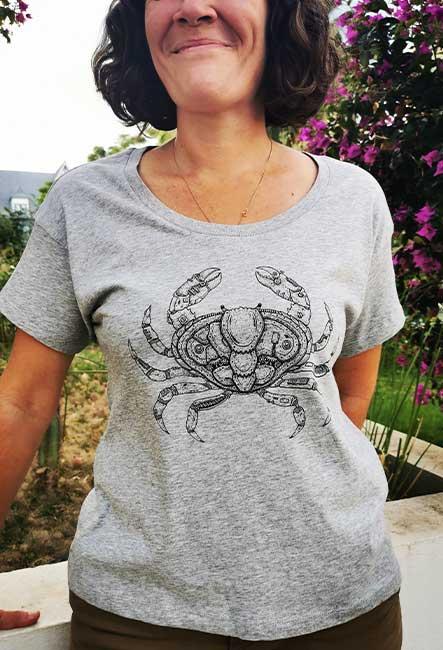 Coupe confortable Crabe - Sérigraphie artisanale - Saint-Leu, île de la Réunion - Coton 100% Biologique - Équitable - Original by Sasha