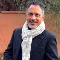 Abdellah Boukil, artiste plasticien du sable à Marrakech, Maroc