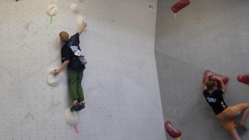 Frederik von den Boulderwelt Youngsters auf der Bayrischen Boulder Meisterschaft.