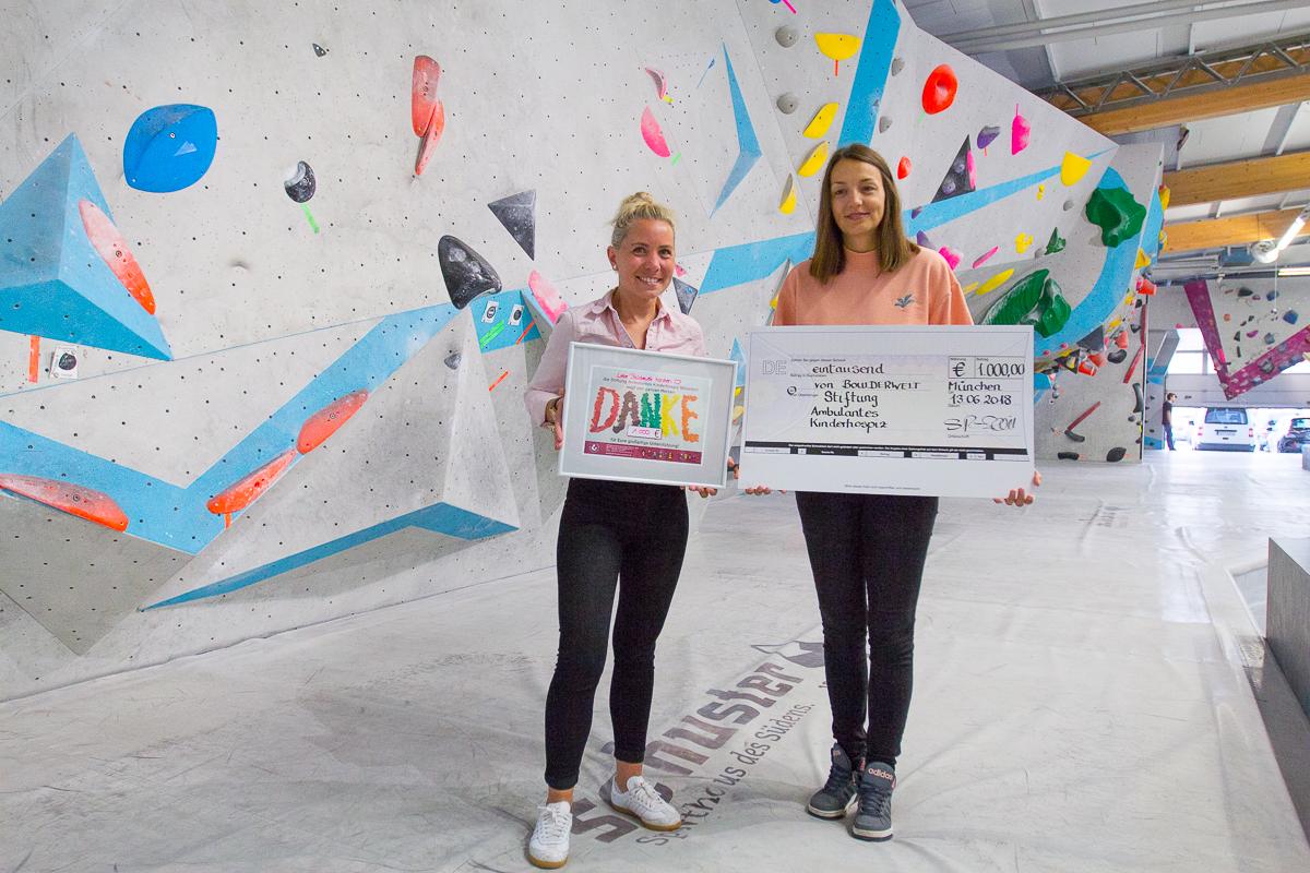 Scheckübergabe an das Kinderhospiz München von unserer Spendenaktion in der Boulderwelt München