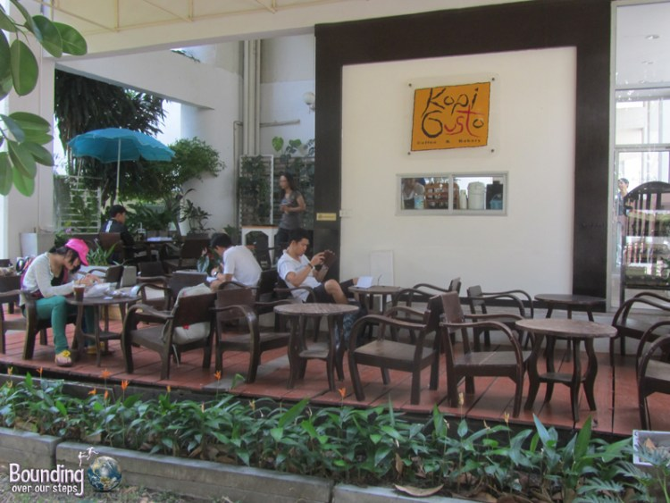 One of the many coffee shops on campus at Chiang Mai University