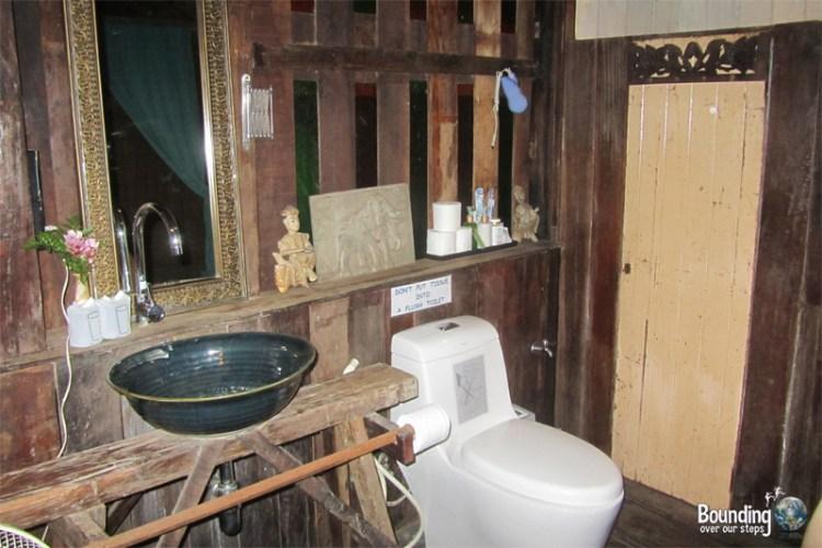 Bathroom in Rice Barn suite at Baan Boo Loo