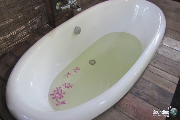 Deep soaker bathtub in Rice Barn suite at Baan Boo Loo