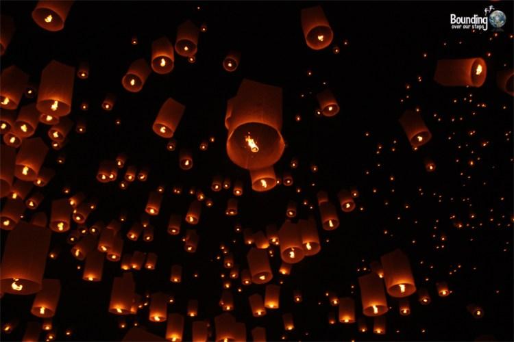 Sky lanterns of Yi Peng