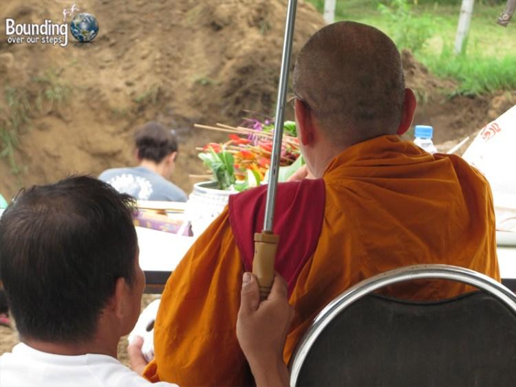 Mae Tee - Buddhist Funeral - Monk