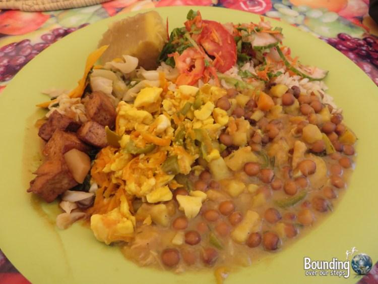 Vegan in Jamaica - Breadfruit, salad, ackee, black-eyed peas