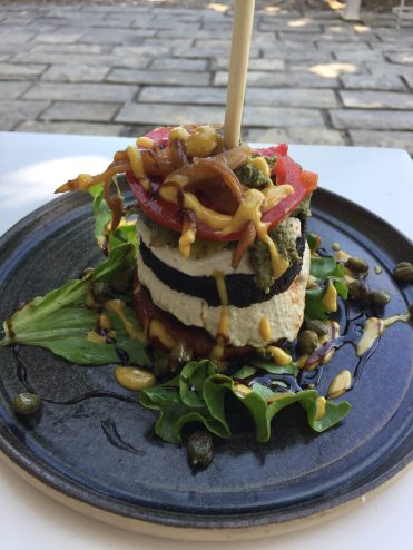 Vegan in Croatia - Art of Raw - Burger