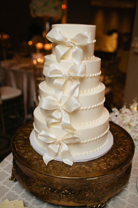 Love the simplicity of this cake.
