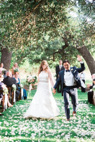Aisle petals for outdoor, Austin ceremony