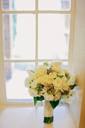 White winter bride's bouquet