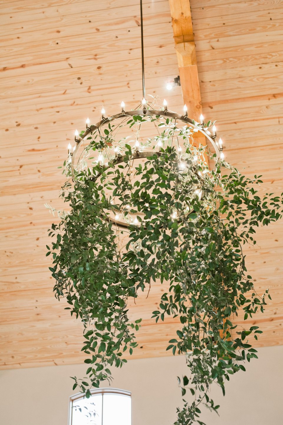 Smilax greenery cascading from chandelier at Canyonwood Ridge