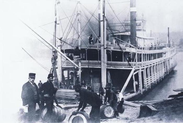 steamboat-whiskey-62b74aa4f5b3fcd3abbc305bcd01735322f4524f