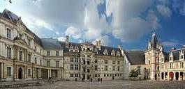 Blois (à 91 kms)